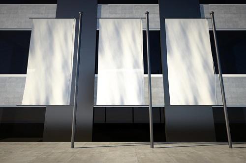 3 דגלים לבנים ובניין